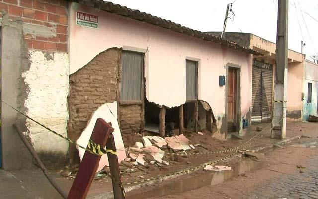 Casas atingidas por rompimento de barragem serão demolidas, diz Rui Costa