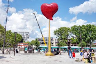 Paris : Coeur de Paris, une installation controversée de Joana Vasconcelos - Porte de Clignancourt - XVIIIème