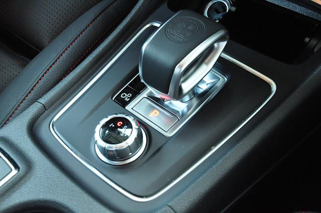 Thiết kế Cần số và Bảng điều khiển Mercedes AMG CLA 45 4MATIC 2018