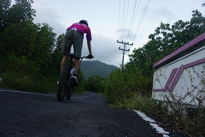 Menaiki sepeda BMX di sekitaran Mangrove Karimunjawa