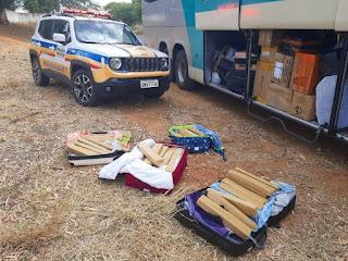 Polícia de Minas apreende 70 kg de drogas dentro de ônibus que saiu de SP com destino a Irecê