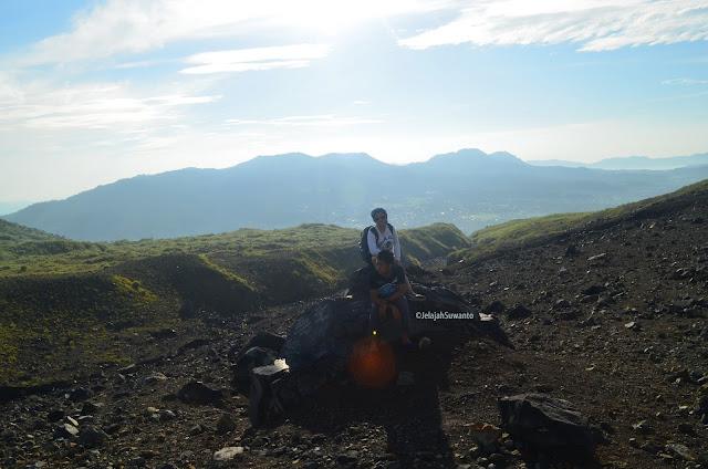 Mendaki Gunung Lokon bersama anak, lengkap ©JelajahSuwanto