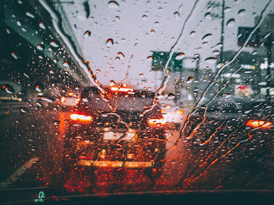 traffic-yellow-red-lights-rain