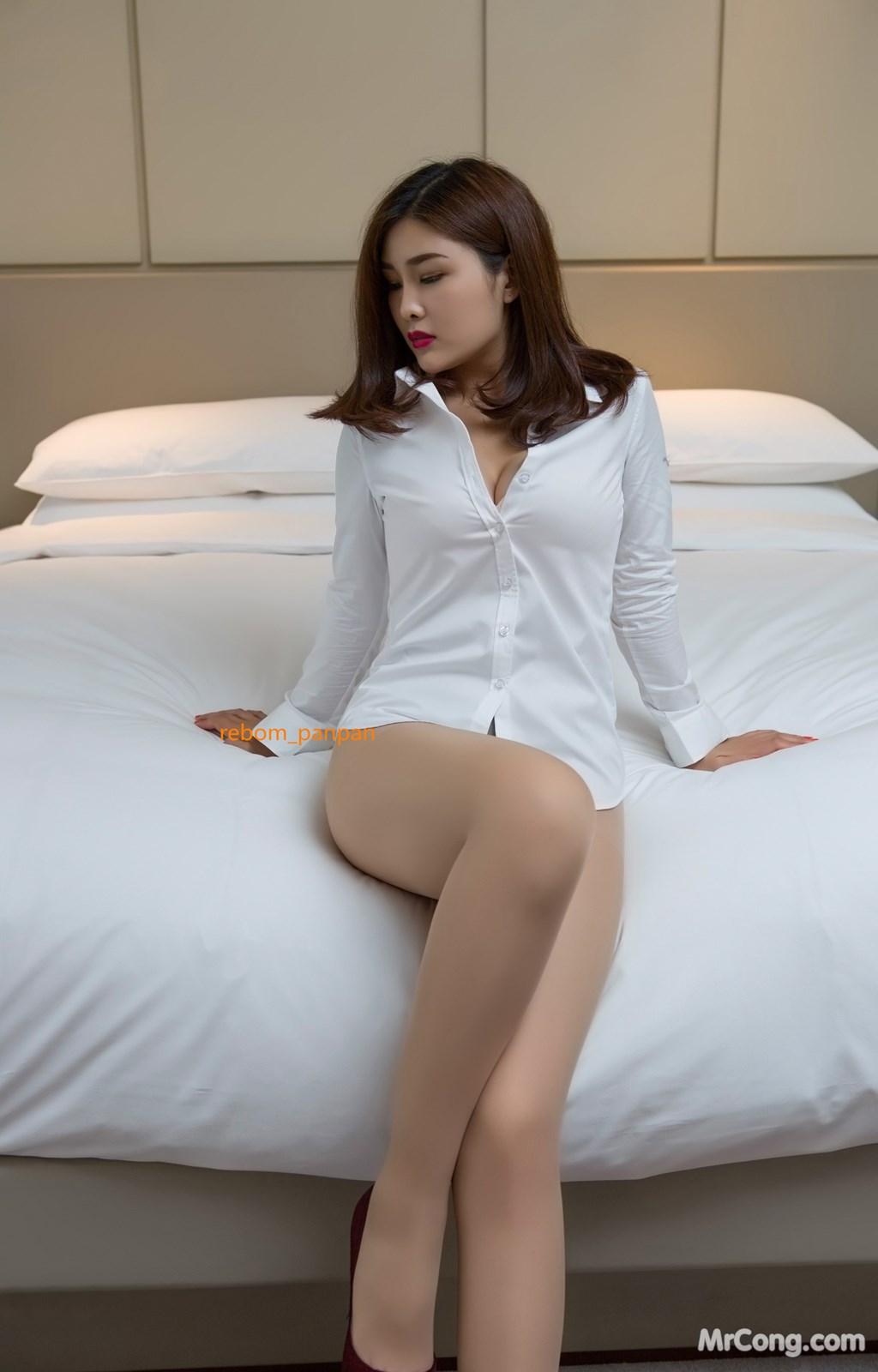 Image Yan-Pan-Pan-Part-4-MrCong.com-001 in post Người đẹp Yan Pan Pan (闫盼盼) hờ hững khoe vòng một trên giường ngủ (40 ảnh)
