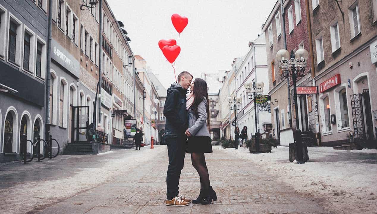 O Papel do Romance no Relacionamento e Sua Importância