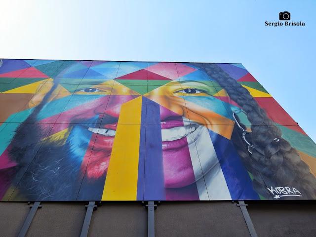 Perspectiva inferior do Mural Etnias, União dos Povos e Paz - Consolação - São Paulo