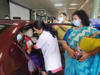 नगरसेविका जया तिवाना के प्रयासों से मालाड में शुरू हुआ ड्राइव इन वैक्सीनेशन सेंटर | #NayaSaberaNetwork