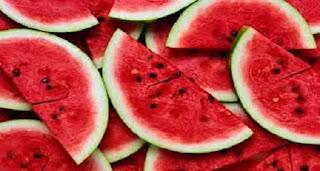 Você já sabia disso, não é?: A melancia é rica em água e boa para os rins.