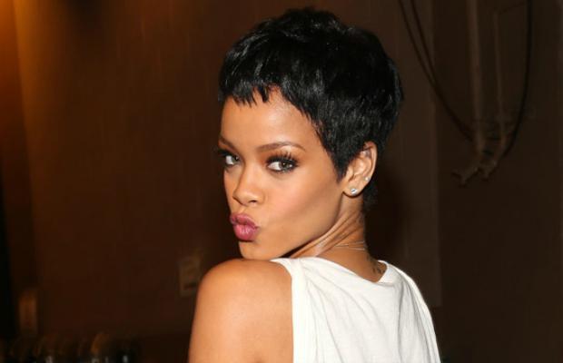 Rihanna Pose MP3, Video & Lyrics