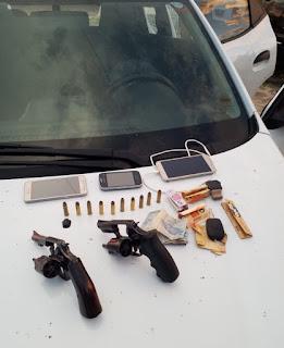 Polícia prende 4 Homens com carro roubado, armamento e suspeitos de praticarem assaltos a bancos na região do Baixo Parnaíba.