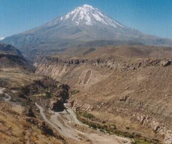 Foto del Volcán Misti desde un lugar seco