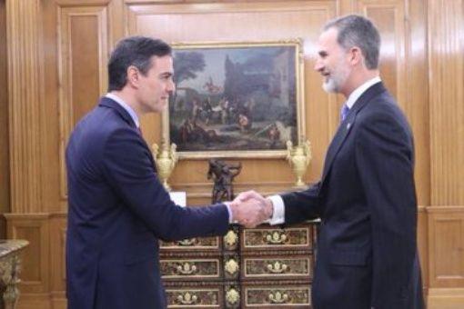 Pedro Sánchez promete como presidente ante el rey