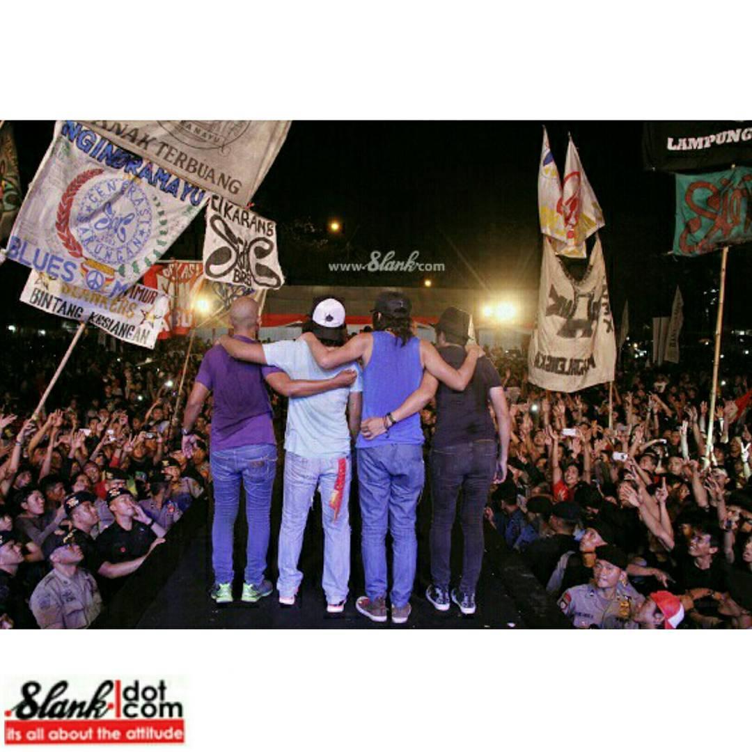 fans penggemar komunitas group band musik penyanyi musisi lokal indonesia indie paling fanatik populer terkenal member anggota merchandise cara bergabung menjadi lagu album