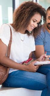 Dik23: Estudante Planejando Seu Estudo Em Grupo