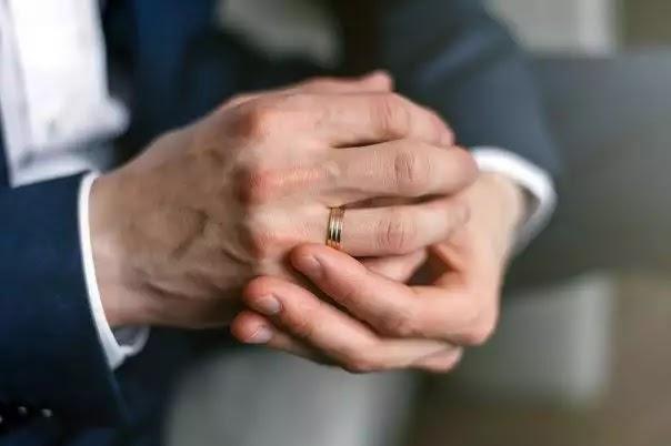 Hukum lelaki memakai cincin tanda dah berkahwin