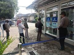 Polsek Batang Kota Mengedukasi New Normal Life Kepada Warga Di Ruang Pelayanana Publik