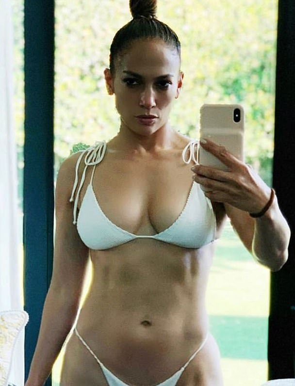 50 year-old Jennifer Lopez shows off sensational physique