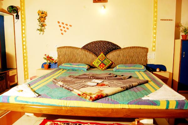 Hotel Utkarsh - Pachmarhi, Pachmarhi Hotel Booking, Hotel Utkarsh Pachmarhi Booking, Booking in Madhyapradesh, Utkarsh Hotel Booking, aksharonline.com, akshar infocom - 9427703236, 8000999660, pachmarhi tour operator, pachmarhi tour package, pachmarhi jeep safari booking