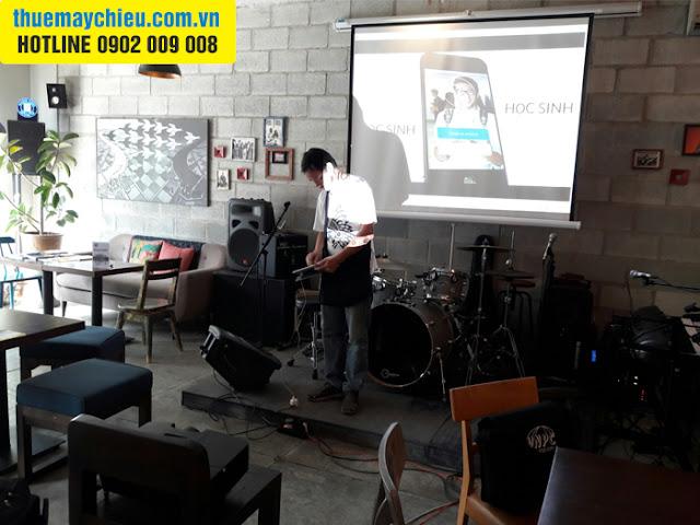 Quán Cafe Acoustic quận Nhất thuê máy chiếu làm Mini Show
