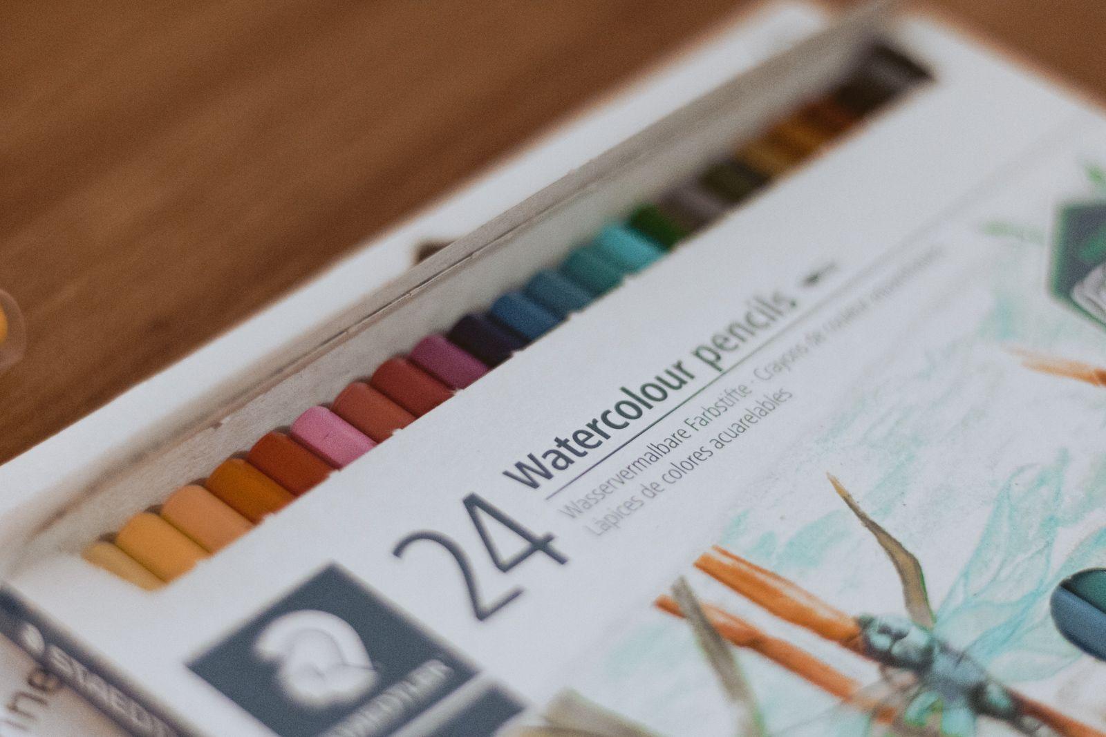 Kit papelaria e novidades no mundo dos blogs lápis aquarelado