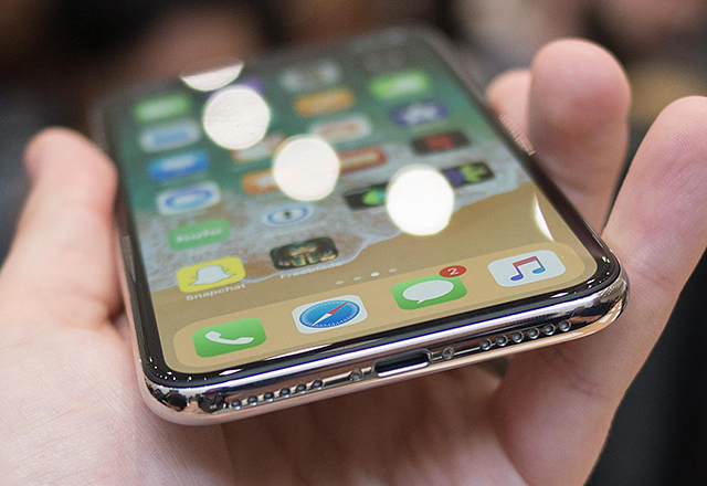 apple-considered-no-lightning-on-iphone-x