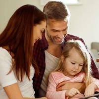 """Rodzina w domu; promocja konta w BNP Paribas """"Nadal zostań w domu"""""""