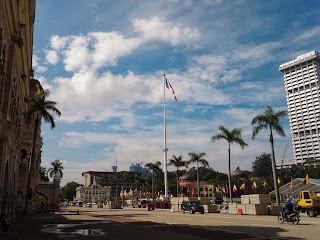 "<a href=""url gambar""><img alt=""traveling dataran merdeka kuala lumpur malaysia"" src=""urlgambar"" title=""travelling dataran merdeka kuala lumpur malaysia"" />"
