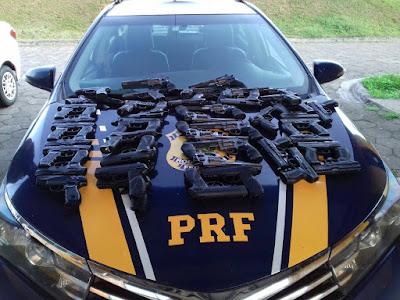 PRF apreende quase 50 simulacros de arma de fogo em Barra do Turvo.