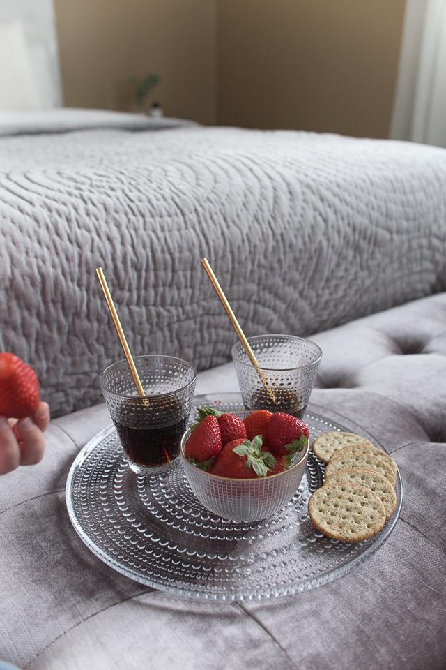 Villa H, piknik, lapset yökylässä, mansikat