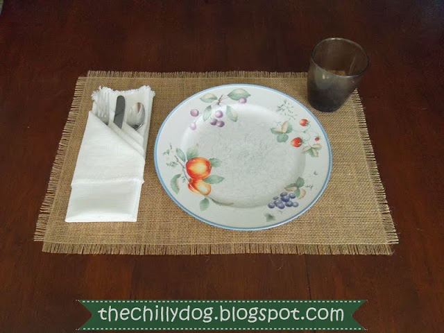 Easy DIY Sewing Tutorial: How to make burlap place mats for Thanksgiving, Christmas or every day use | The Chilly Dog