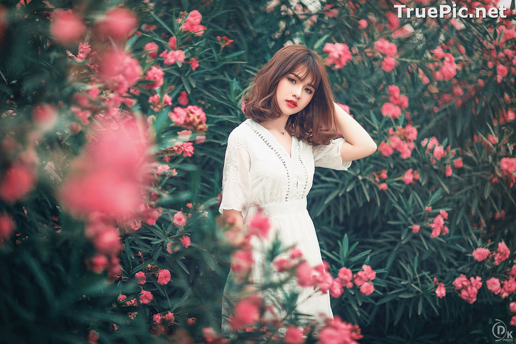 Image Vietnamese Model - Young Pretty Girl in White Dress and Flower Fence - TruePic.net - Picture-10