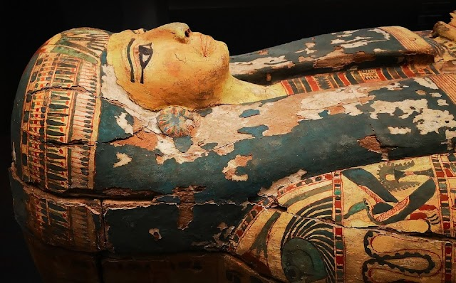 A descoberta de um cemitério faraônico com 59 sarcófagos intactos no Egito