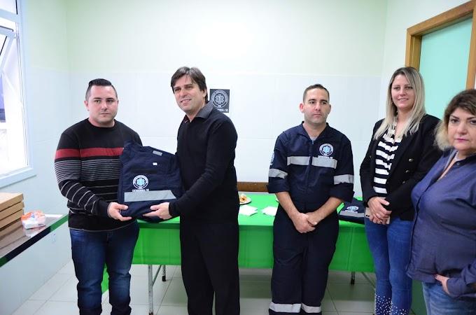 Prefeitura de Cachoeirinha entrega novos uniformes para o Serviço de Ambulância Municipal