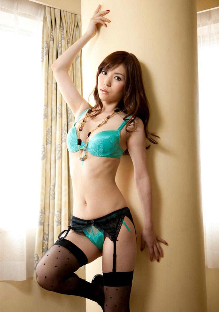 Jennifer Hornsby - Yuria Ashina