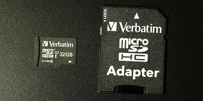 付属品はSD変換アダプタ