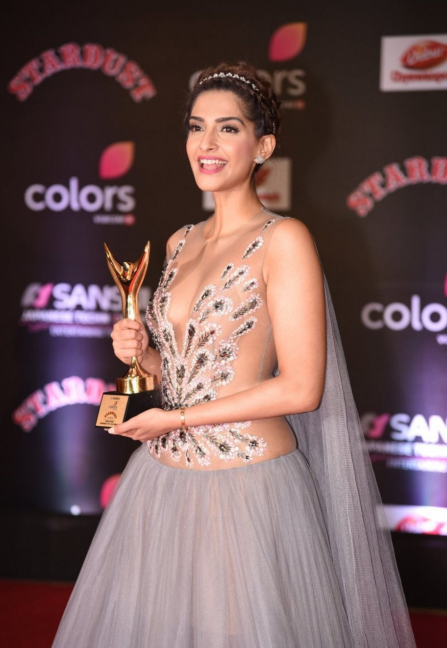Bollywood Actress In Pink at Star Dust Awards Sonam Kapoor
