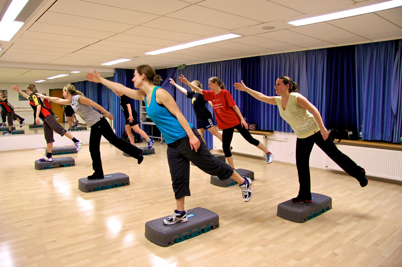 Exercise With Gym Equipments Vs Aerobic Exercise Without