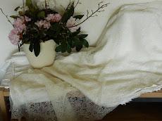 TE KOOP :sjaal/ ecru naturelle ragfijne wol.