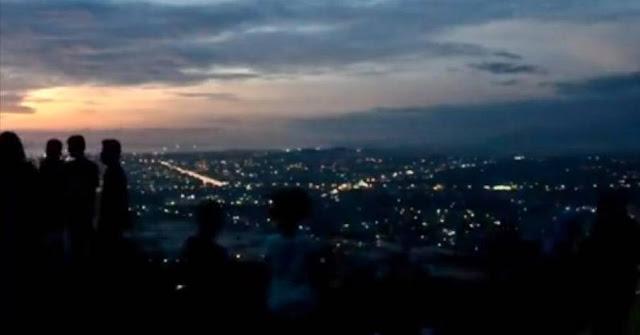 Indahnya Kota Padang Saat Malam Hari Jika Dilihat Dari Bukit Nobita