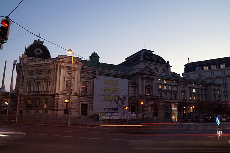 Volkstheater Wien am Abend