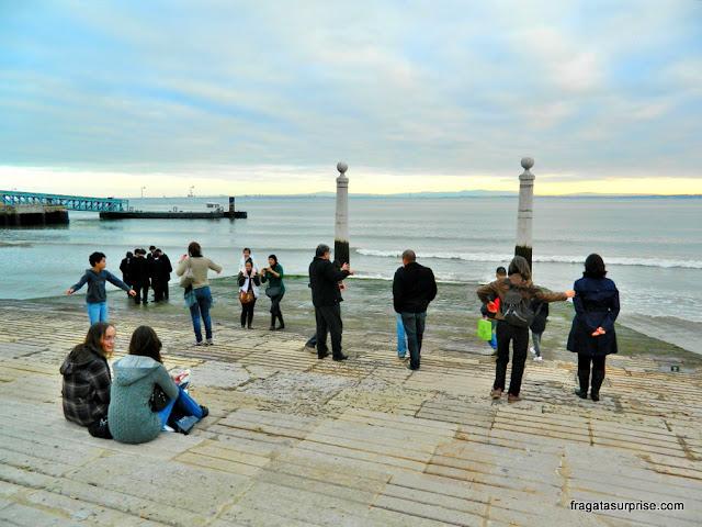 Lisboa: o Tejo diante do cais da Praça do Comércio