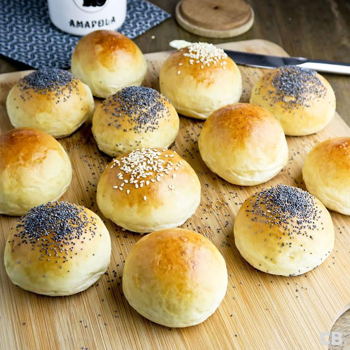 Recept: zo bak je zelf de lekkerste roomboter-dinerbroodjes!