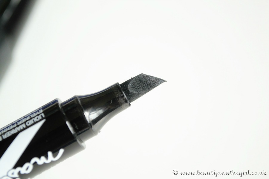 Mayelline Master Graphic Eyeliner Pen
