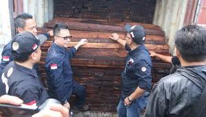 Kementerian LHK Sita Belasan Kontainer Kayu Illegal Senilai Rp3,5 Miliar di NTB