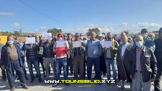 (بالفيديو) احتجاجات كبيرة و غلق طريق من أهالي معتمدية باجة الشمالية يرفضون تركيز مصنع إسمنت بالمنطقة