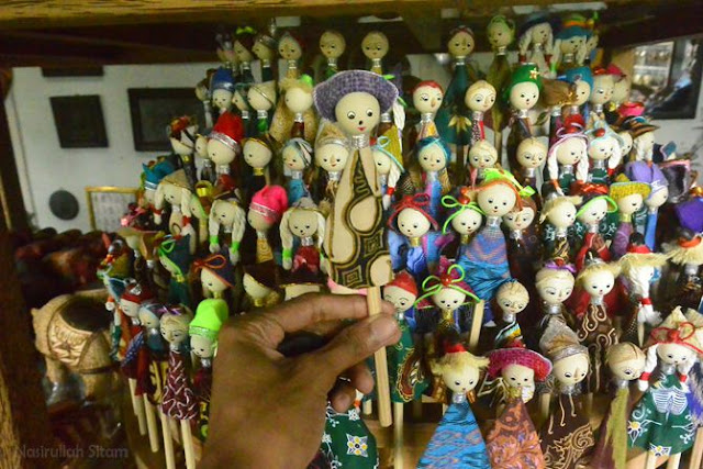 Ragam warna dan bentuk pensil boneka Borobudur