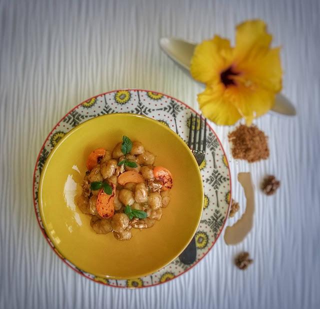 gnocchi vegan Master con tahine miso noci menta e albicocche.jpg