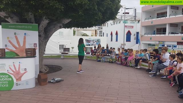 Escolares de Puerto Naos conocen de primera mano el uso del contenedor marrón y la importancia de la separación de biorresiduos