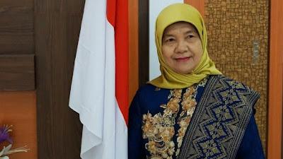 Wakil Rektor Bidang Kemahasiswaan dan Alumni (WR III) Prof. Dr. Ir. Enny Yuliani, M.Si