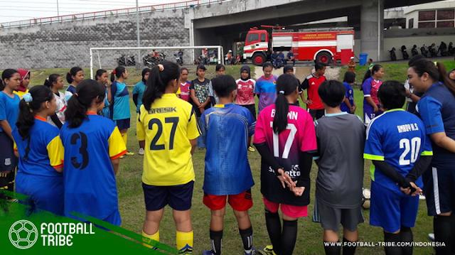 gresik - Ironi Tim Sepak Bola Gresik Putri: Ditolak Bupati Gresik dan Terancam Dibubarkan
